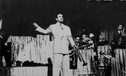 Berigan sings at the Loew's-State Theater, NYC, August 24-30, 1939.